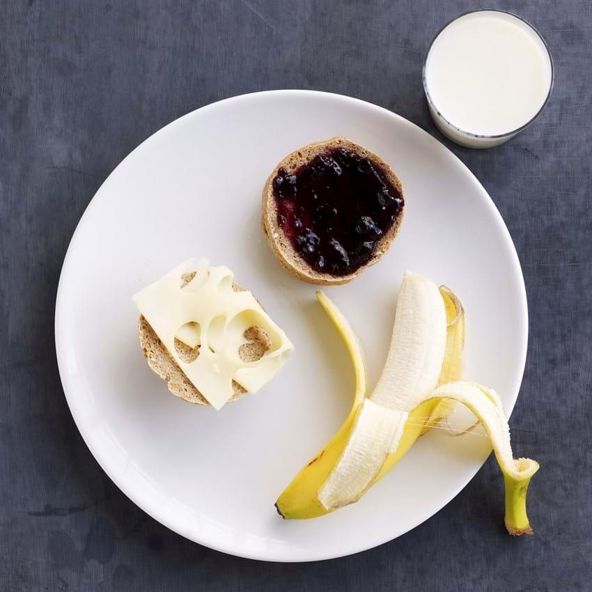 Fuldkornsbrød med ost og marmelade - børneportion