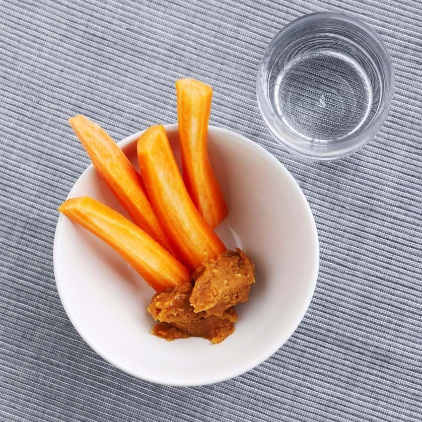 Grøntsager med peanutdip
