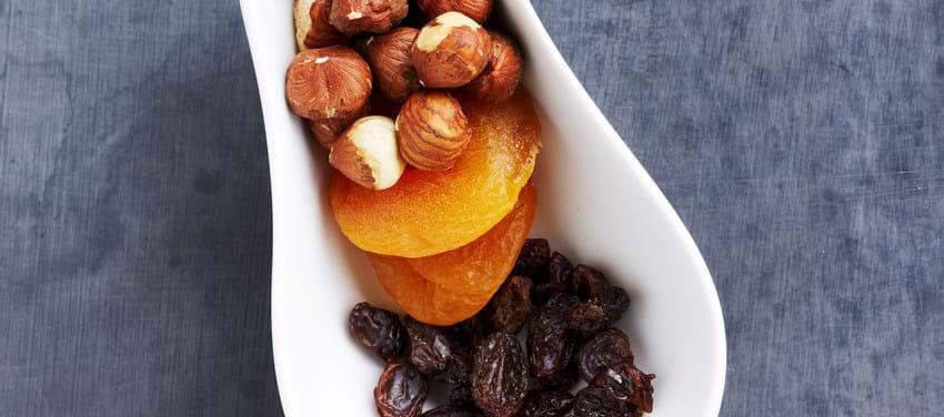 Tørret frugt og hasselnødder