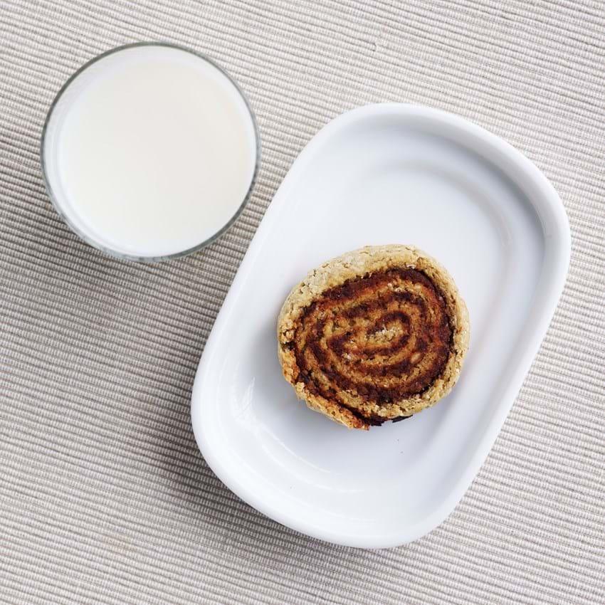 Fuldkornssnegl med dadler og nødder