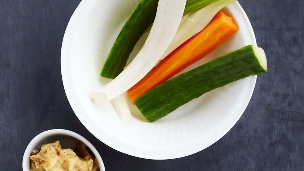 Grøntsager med hummusdip