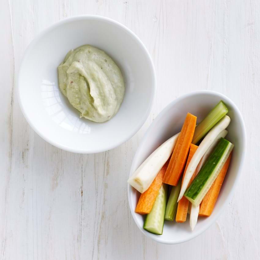 Grøntsager med avokadodip