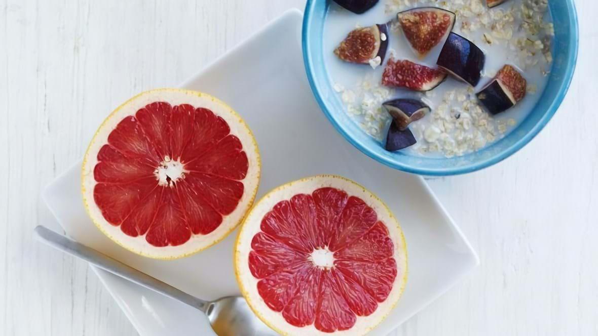 Havregryn med figner og grapefrugt