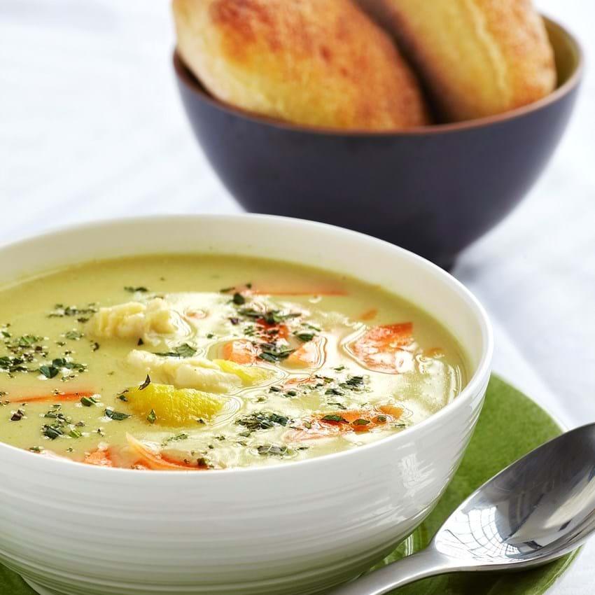 Kokosmælk suppe med fisk og kartofler