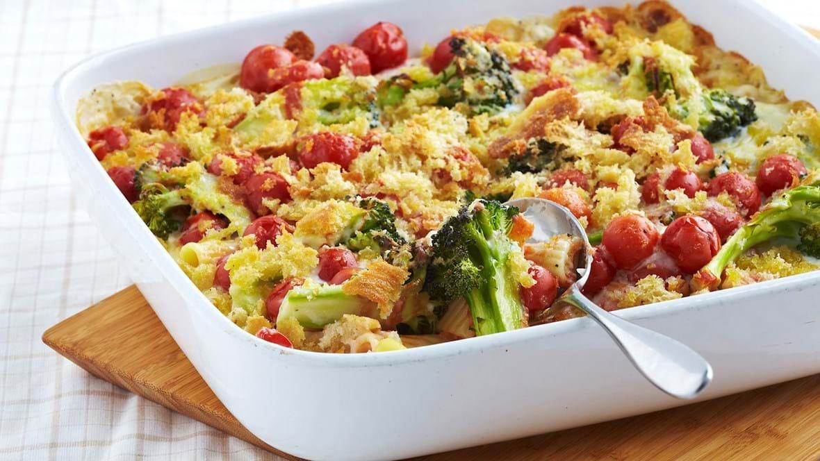Pastagratin med tomat og broccoli