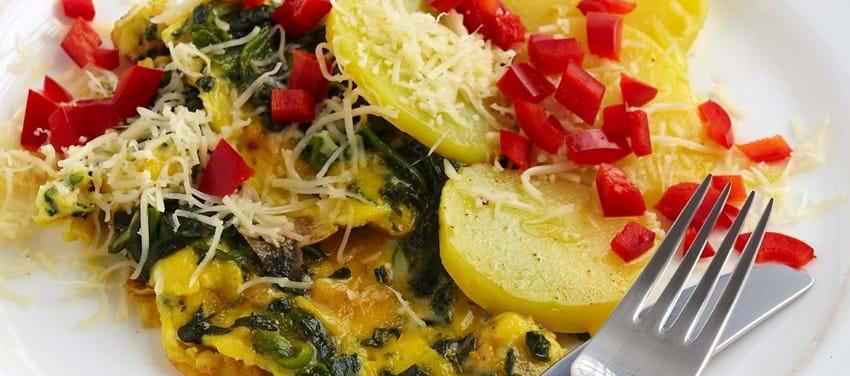 Spinatomelet med kartofler og lidt ost