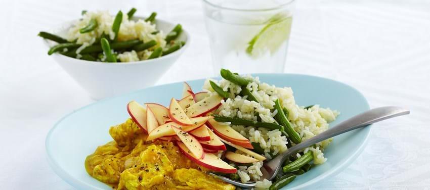 Kylling i cremet karrysauce med ris og haricots verts