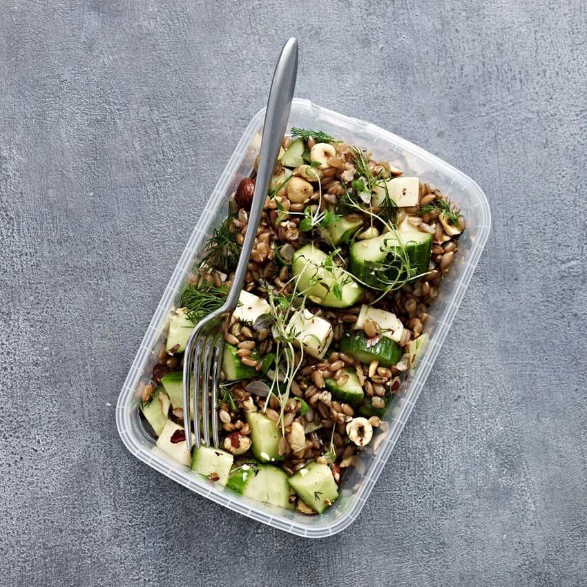 Salat Opskrift Med Rugkerner Agurk Nødder Og Urter Se Her