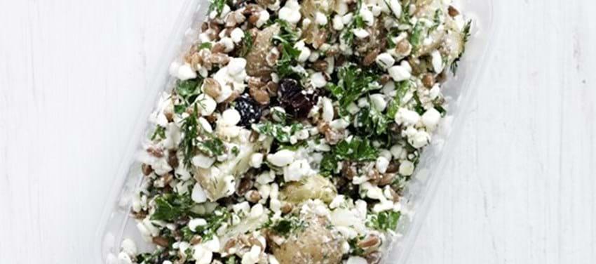 Salat med kerner, kartofler og hytteost