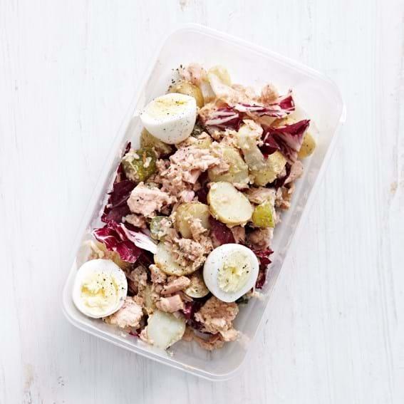 Salat med tun, æg og kartofler