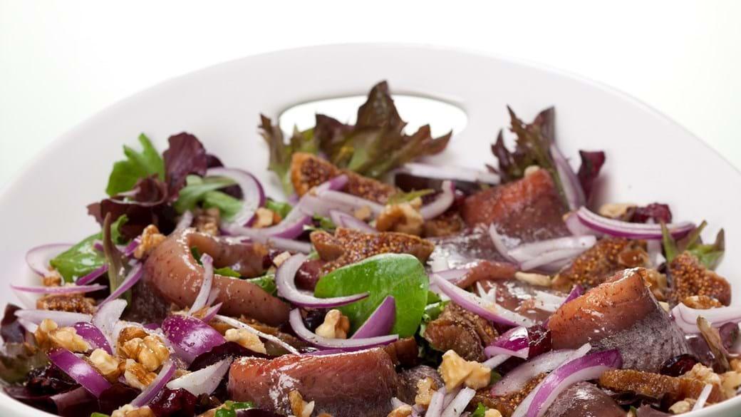 Kryddersild med figner, valnødder og tranebær og løg