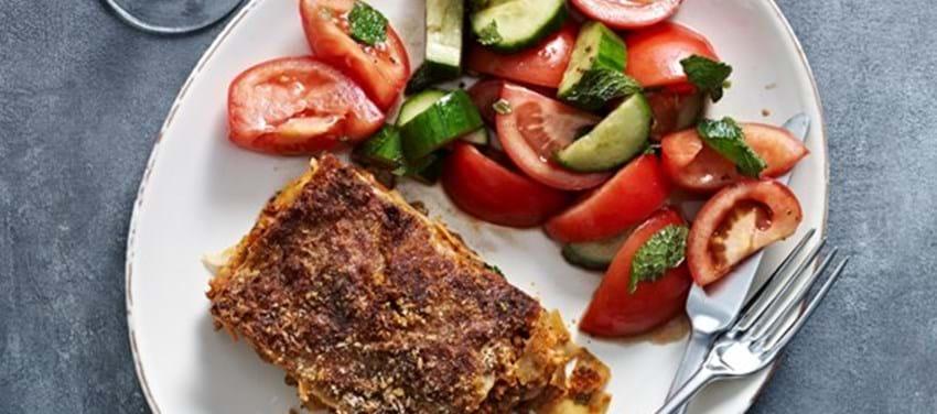 Fuldkornslasagne. Hertil tomatsalat