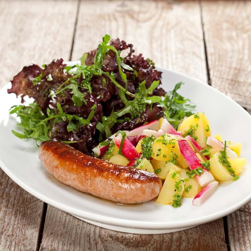 Krydret pølse med kartoffel-radise salat