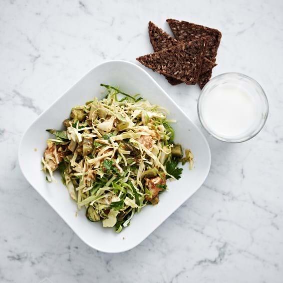 Grøn pesto, sommerkål og kylling