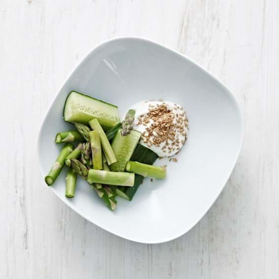 Asparges og agurk med dyp
