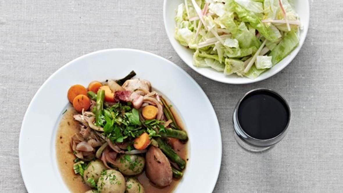 Nye kartofler, grøntsager og kylling i vin