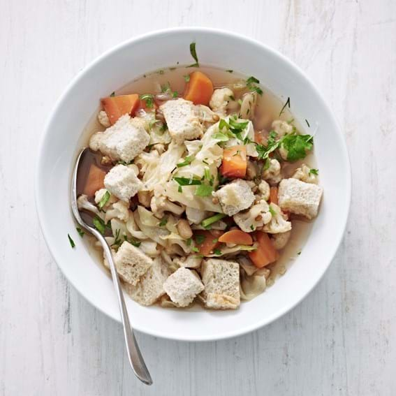 Sommersuppe med croutons