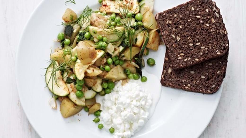 Vegetarbiksemad med kartofler, ærter og friske krydderurter