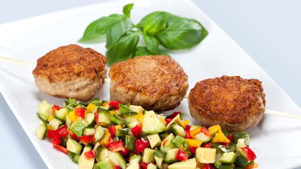 Kyllingefrikadeller med ingefær og peberfrugtrelish