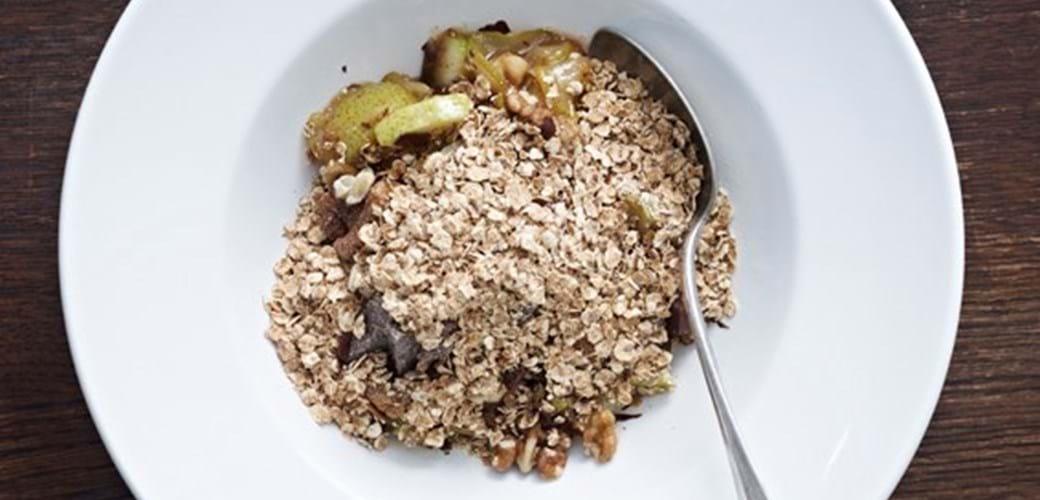 Pæregrød med valnødder og mørk chokolade