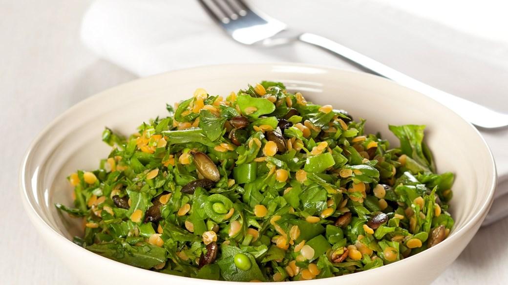 Salat med røde linser og sukkerærter