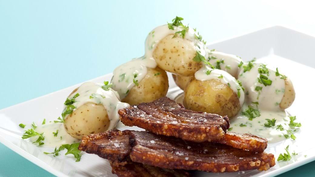 Stegt flæsk med kartofler og persillesovs