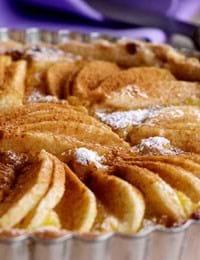 Pæretærte med marcipan og kanel