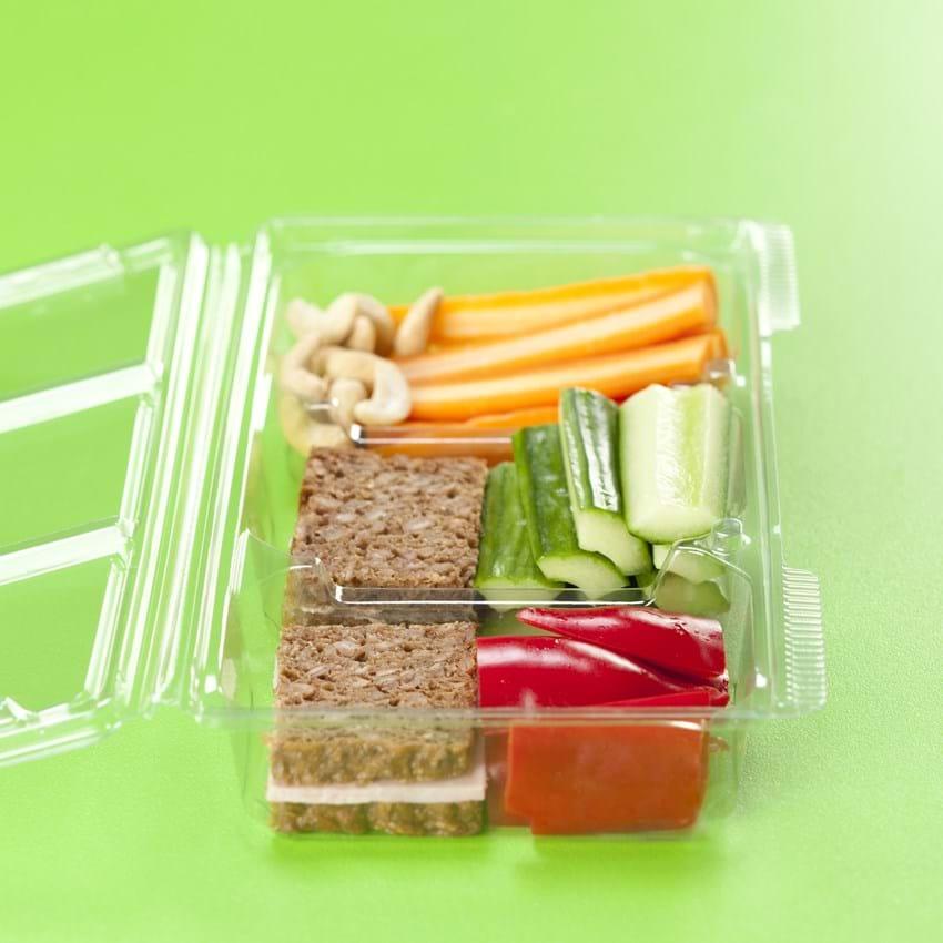 Madpakke til børn med leverpostej, skinke, grønt og nødder