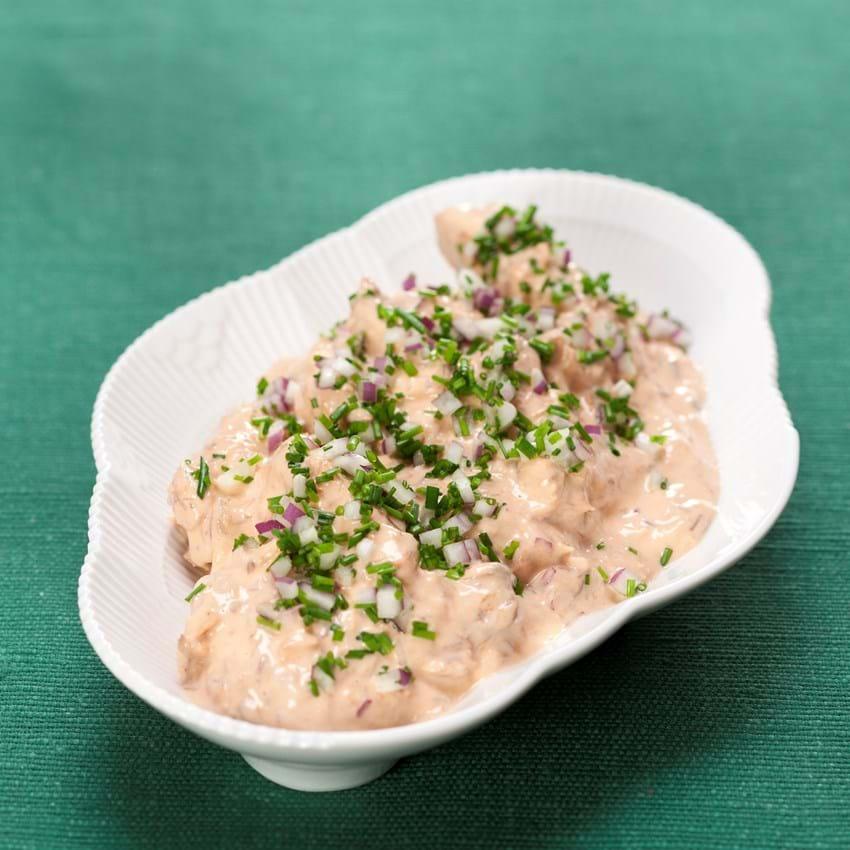 Makrelsalat med rødløg og purløg