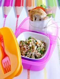 Salat af bulgur og rugbrøds-sandwich med serrano-skinke