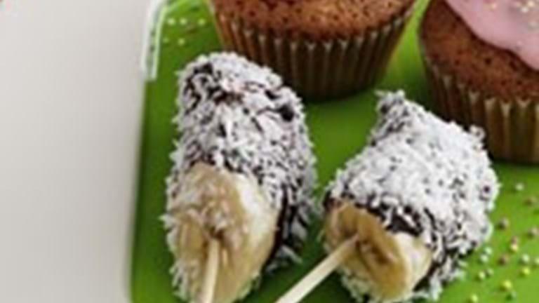 Banansticks med chokolade og kokosdrys + gulerods-krydderkager