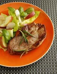 Nakkekotelet med æblesalat og jordskokker