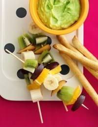 Grissini med avocadodip og frugtspyd