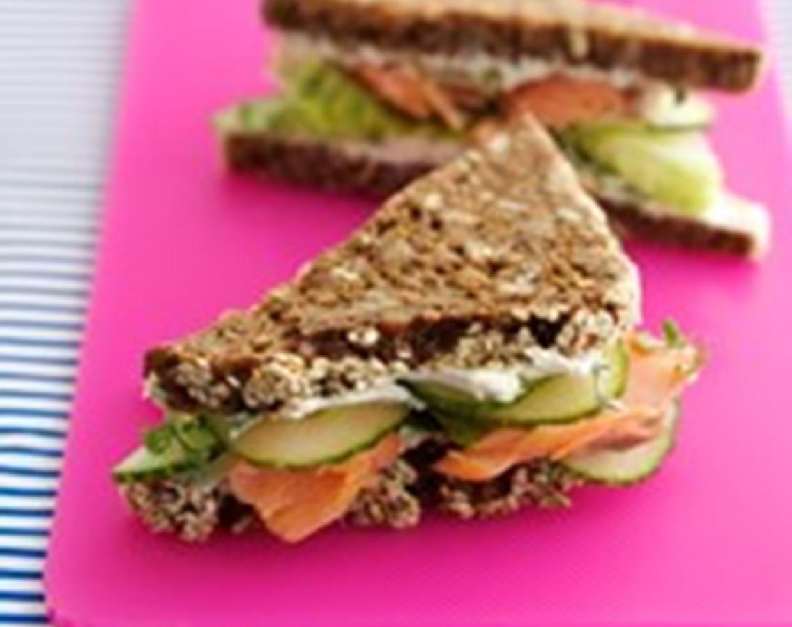 Rugbrødssandwich med laks