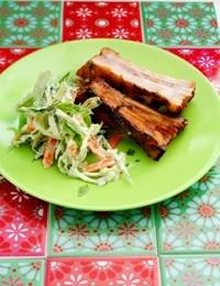 Grillede revelsben med kålsalat