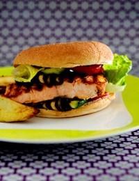 Burger med laks og tomatsalsa