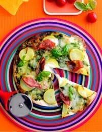 Snydepizza med skinke, kartofler og basilikum