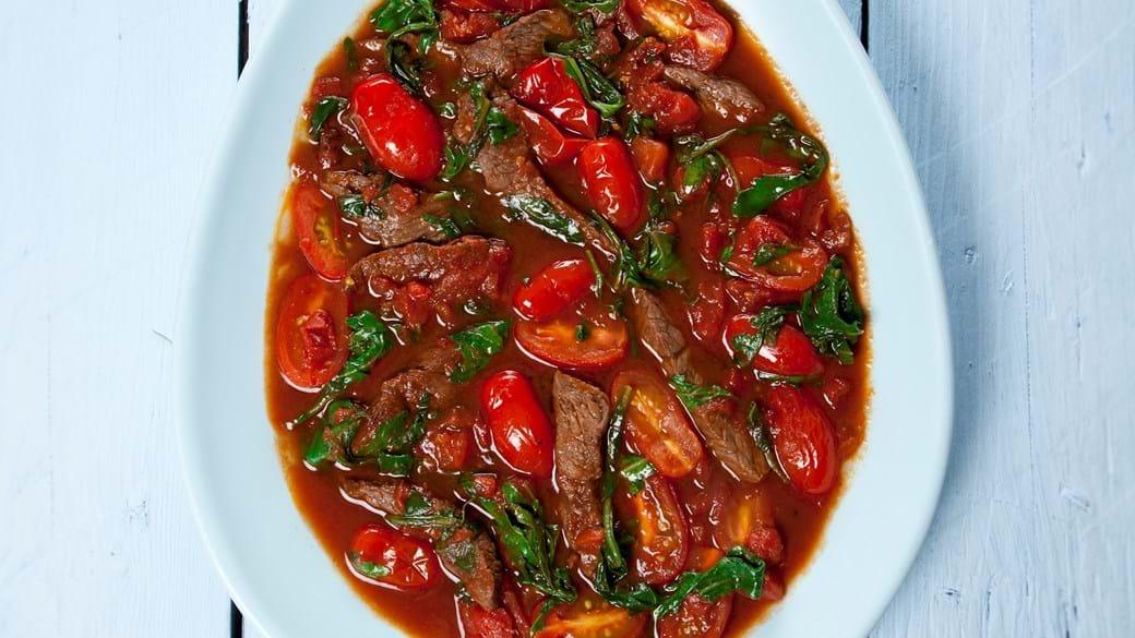 Oksekød med tomat og rucola (Stracetti di manzi)