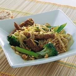 Marinerede wokstrimler med grøntsager og nudler