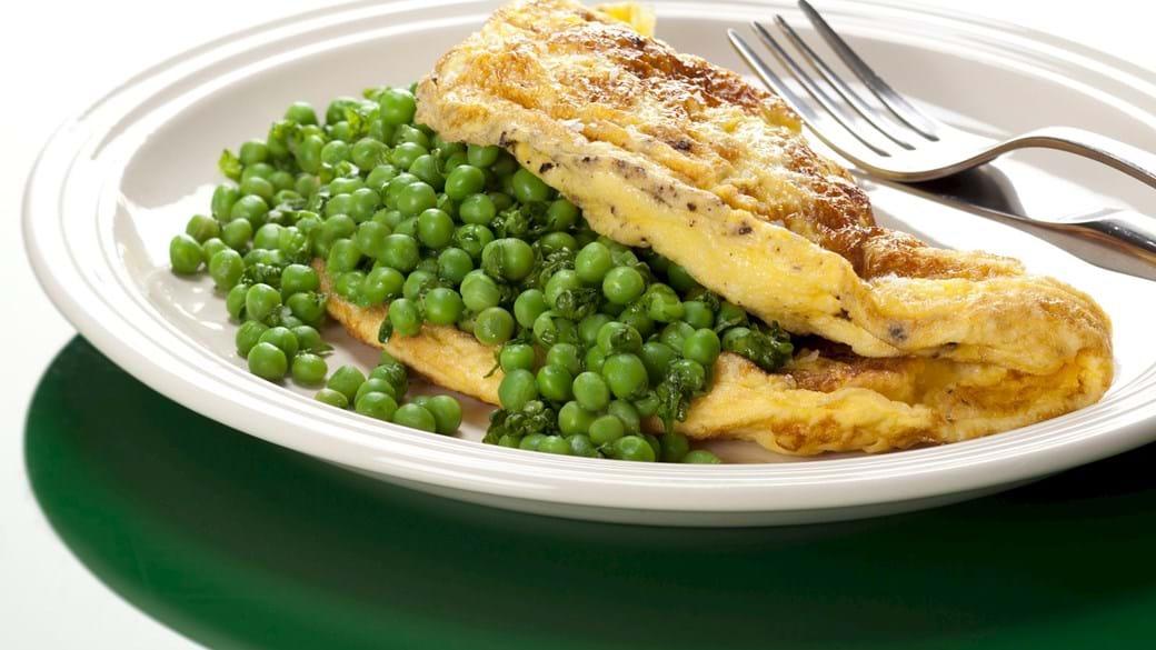 Omelet med grønne ærter og persille
