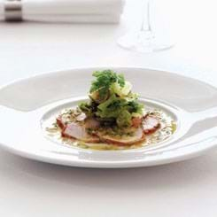Carpaccio af skinkemignon med kapeersvinaigrette og salat