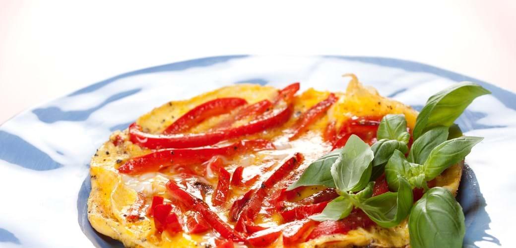 Omelet med rød peberfrugt