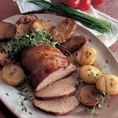Farsbrød med bagte løg og kartofler