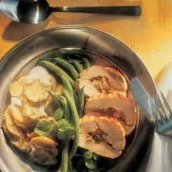 Fyldt svinemørbrad og kartofler i fad