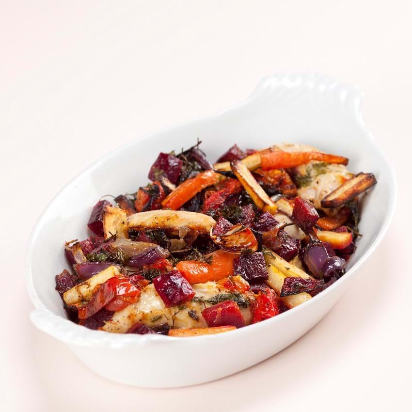 Ovnstegt kylling med løg, rødder og persille