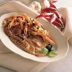 Grillede bovsteaks med krydret pastasalat