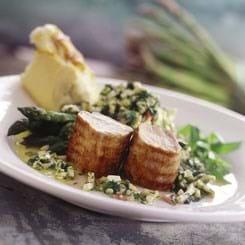 Grillstegt Mørbrad Royal med grillet asparges i vinaigrette
