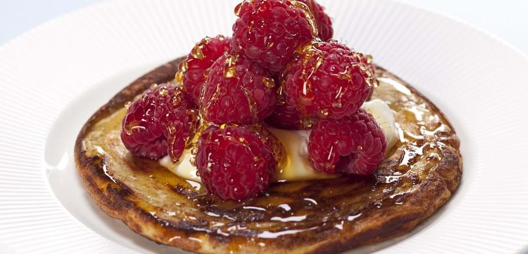 Pandekage med hindbær, skyr og honning