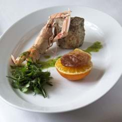 Grønsaltet svinemørbrad med jomfruhummer og persillecreme