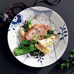 Koteletter med rodfrugter, muskat og grønkål